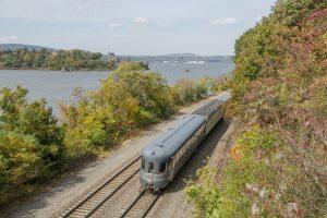 Você pode pegar um trem vintage da 20th Century Limited saindo de Nova Iorque